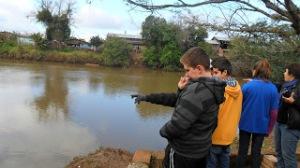 Visita aos pontos mais poluídos do rio