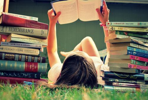 tumblr_static_garota-lendo-um-livro